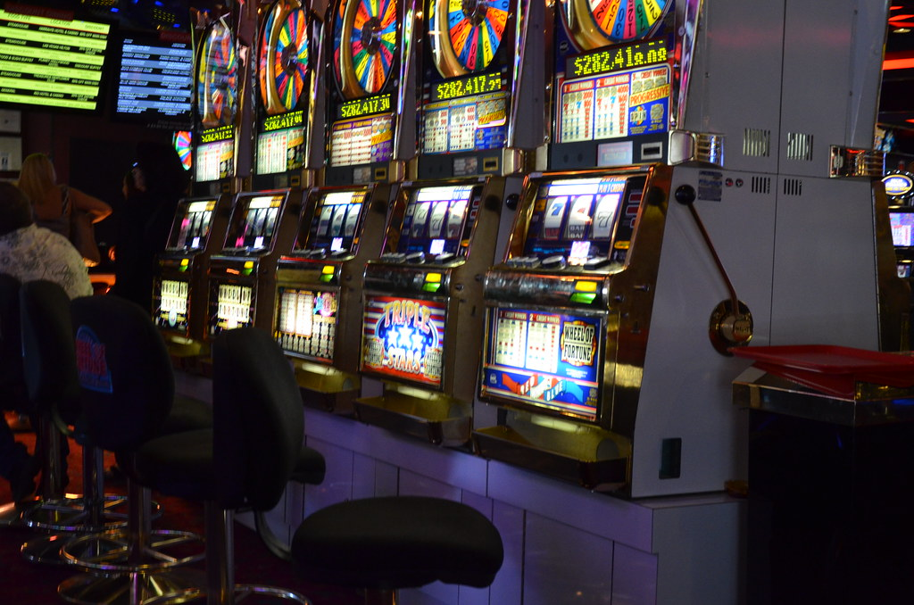 What are the terms to know before playing slot games online?